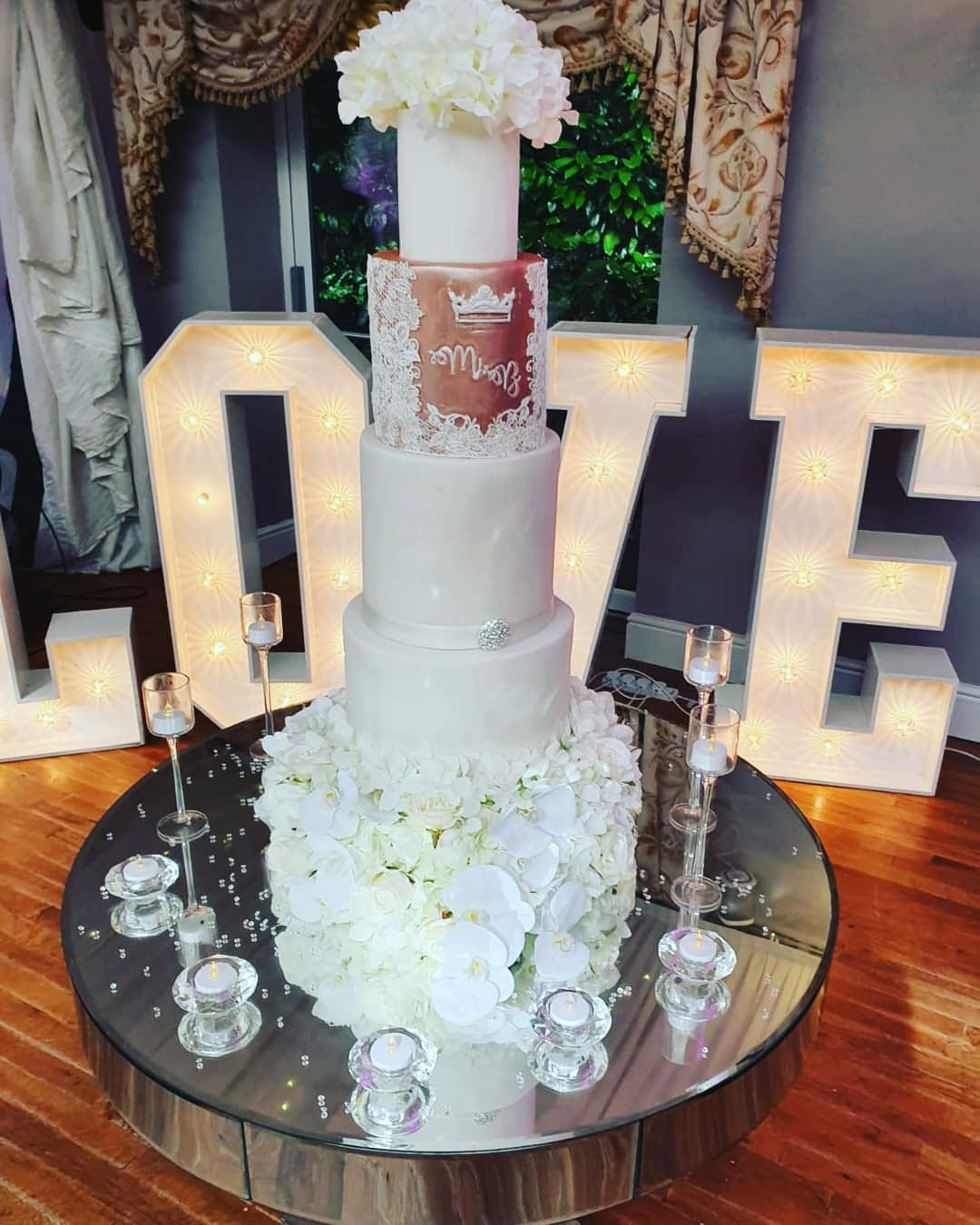 Jarvis Amour Black Luxury Wedding Planner Manchester cake by Sweet Bakeology